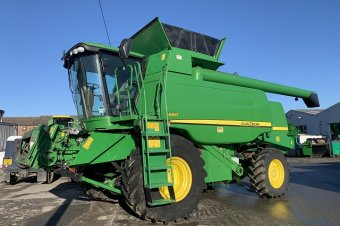 John Deere T660 Level Land Combine