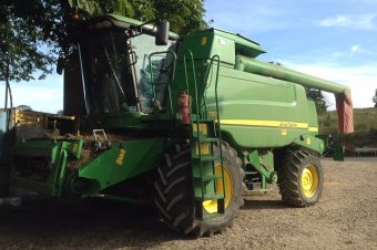 John Deere T670 Level Land Combine