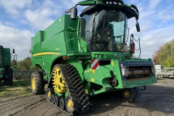 John Deere S785 Level Land Combine