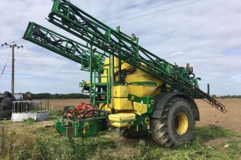 John Deere 840i Trailed Sprayer