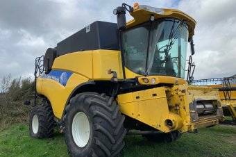 New Holland CR9080 Combine
